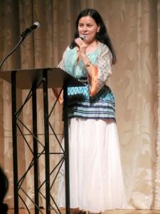 Diana Gabladon at the podium
