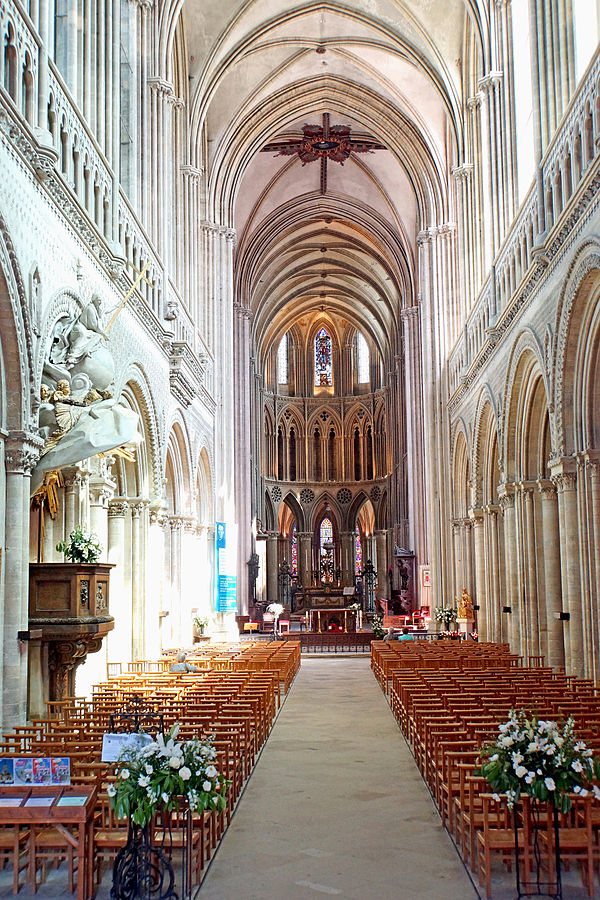 Nave of Bayeux Cathedral. Photo: Dennis Jarvis
